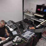Steve Baltes mit dem Aufbau für die Liveauftritte auf dem ATT
