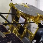 1:1-Modell der japanischen Raumsonde Hayabusa2 mit dem Lander MASCOT